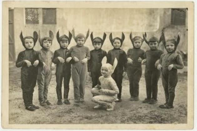 creepy-vintage-halloween-costumes-5
