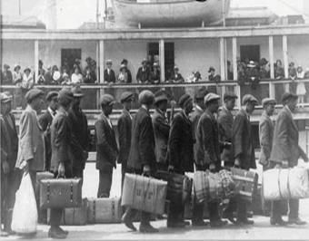 Irlandeses embarcando para huir de la Gran Hambruna