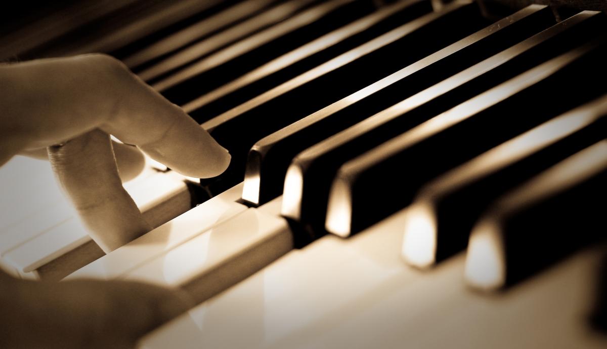 ¿Por qué es imposible afinar un piano?